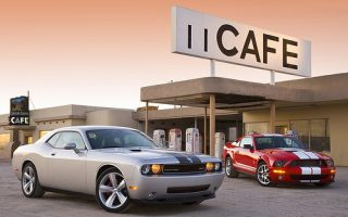 Dodge Challenger SRT8 vs
