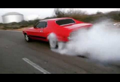 1972 Ford Mustang burnout